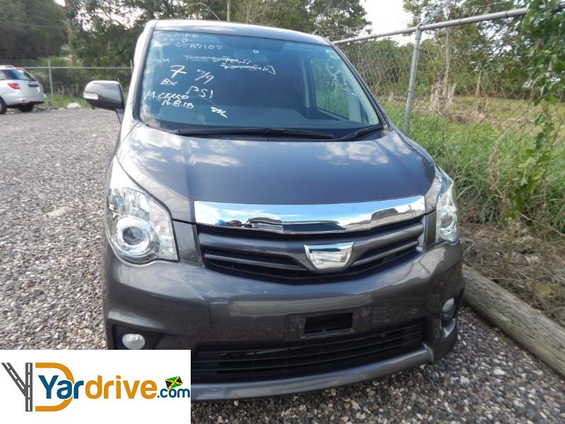 2013 Toyota Noah si  YD950586853 Vehicle Photo