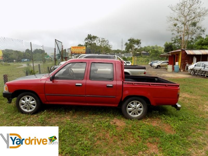 8c0bcbb005 1992 Used Toyota Hilux Truck for sale in Jamaica  600